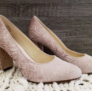 Women Closed Toe Heels